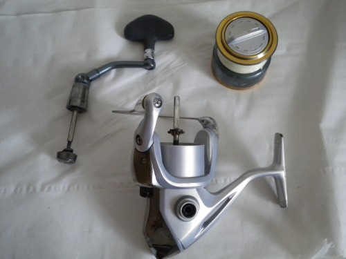 Pour entretenir un moulinet spinning on démonte la bobine et la poignée !