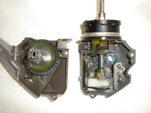 vue d'un moulinet ouvert pour entretenir la mécanique