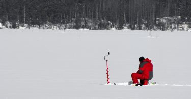 Ice_fishing_on_Lake_Saimaa